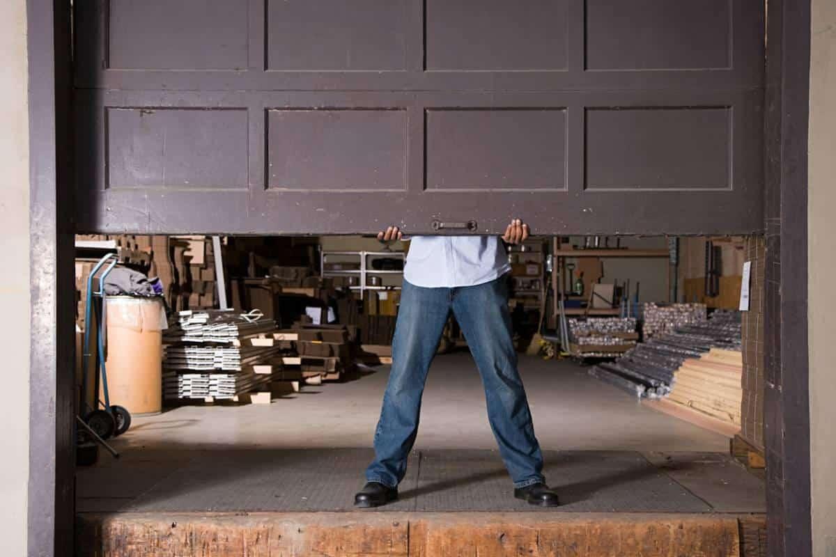 Que faut-il savoir avant de remplacer les ressorts de traction de votre porte de garage ?